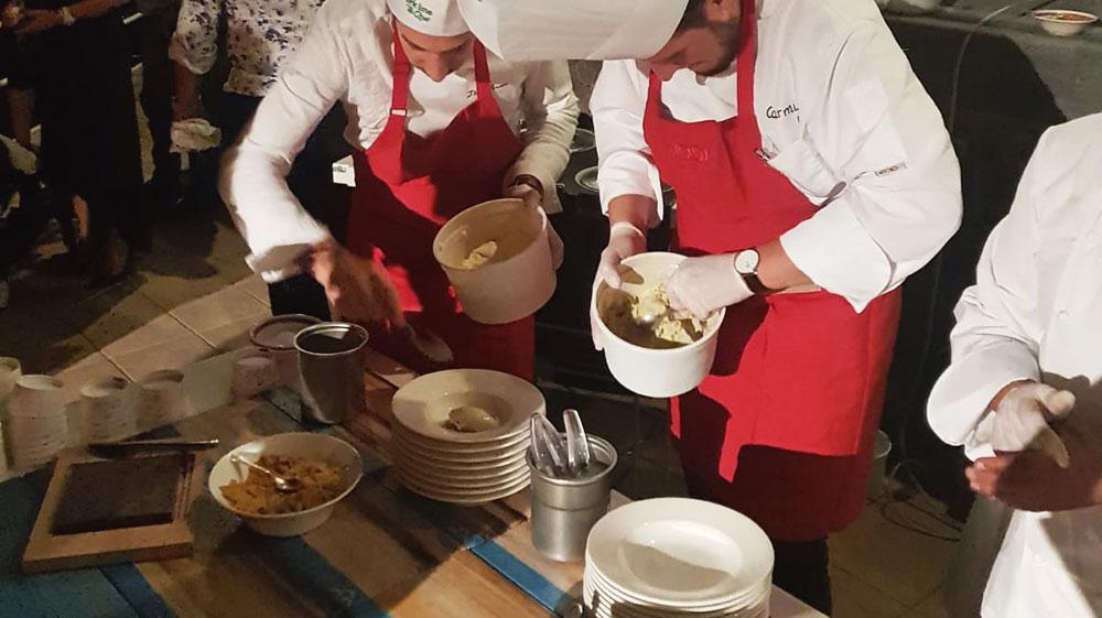 Tray Design / Ischia Safari2 019 Ceramic tray set designed for Emilio Panzardi perfroming at the Ischia Safari dinner event 2019.
